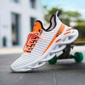 2019 New Fashion Breathable Mesh Light Personality Sneakers Flying Weaving Tenis Masculino